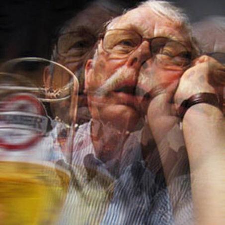 La dependencia del alcohol de la consecuencia